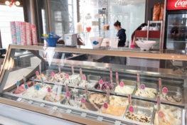 תמונה של וטרינה עם גלידות