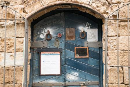 כניסה לסטודיו של מוטי נטף בנמל יפו