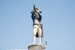 פסל של ימאי בכניסה לסבבה 5