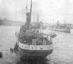 האניה רוסלאן עוגנת ב-נמל קושטא בדרכה מהעיר אודסה ל-ארץ-ישראל. 1919