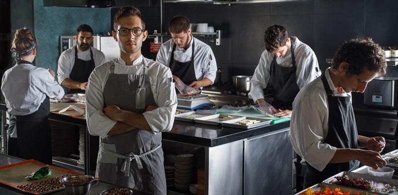 מרכז נא לגעת מארח: ארוחות שף בחשיכה עם רז רהב (OCD) במסעדת בלקאאוט